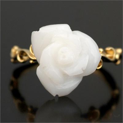 つるバラの白珊瑚リング「アイスバーグ」