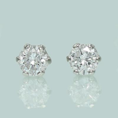 プラチナ900 ダイヤモンド スタッドピアス